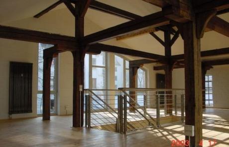 Mühlenboden aus 1810 mit neuem Treppenlauf aus Edelstahl und Eichenstufen